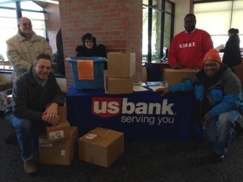 US-Bank-Food-Drive-Pickup